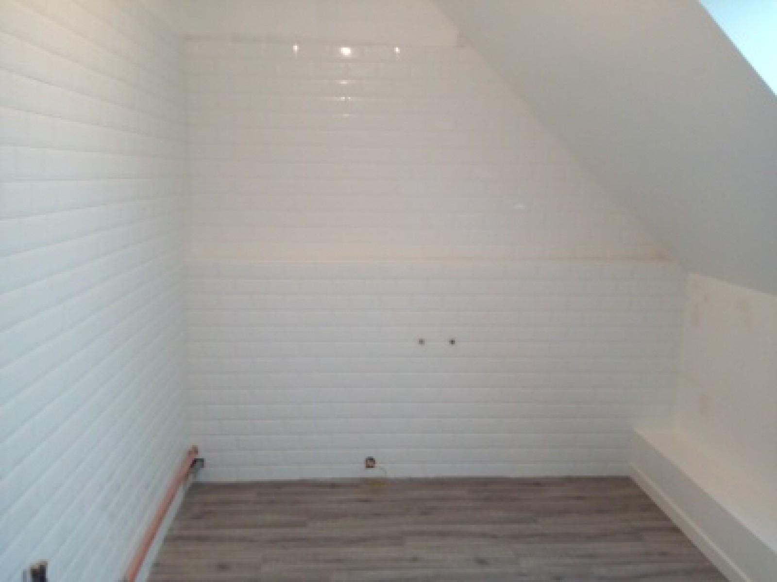 Rénovation salle de bain avec pose de carrelage style métro dans le ...